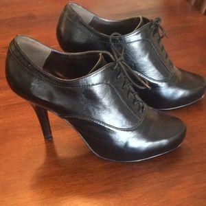 Isola oxford heels